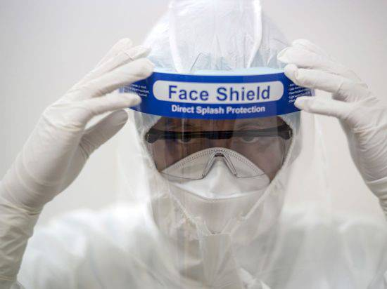 HD-Surgical-Protection-Face-Shield-Under-Certain-Conditions-CARETAS-1